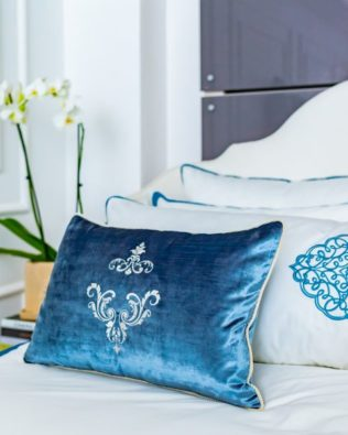 "Decorative pillow ""Damask"""