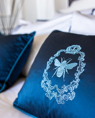 "Decorative pillow ""Bee"""